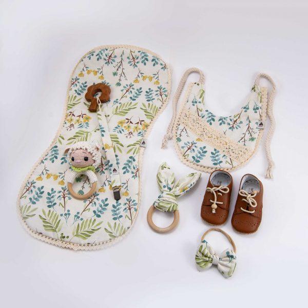 yeni doğan hediye kutusu, bebek aksesuarları, ahşap oyuncaklar, bebek önlükleri, diş kaşıyıcı, emzik zinciri, omuz bezi, hediye kutusu, bebek saç bandı, bebek ayakkabıları