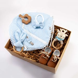 Bebek hediye seti, bebek kıyafetleri, bebek hediyesi, yeni doğan kıyafetleri, ahşap diş kaşıyıcı, bebek önlükleri, çıngırak, emzik zinciri, ahşap diş kaşıyıcı, ahşap oyuncak, sevimli, deri bebek ayakkabısı